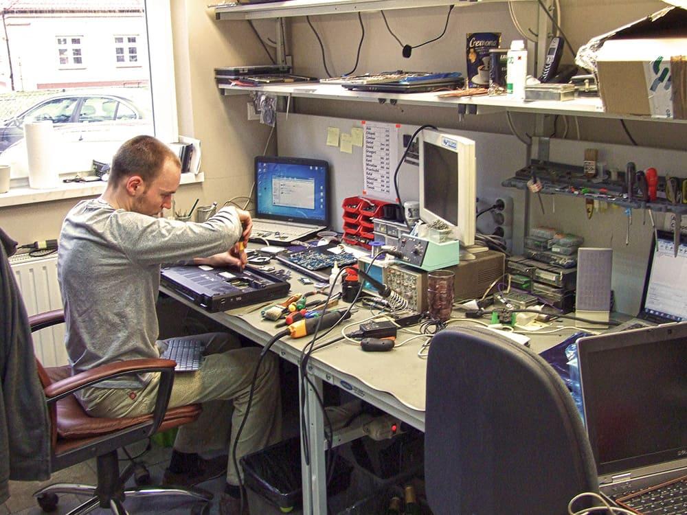 Stanowisko naprawy laptop贸w