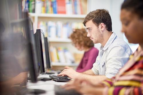 Komputer czy laptop – które urządzenie jest lepsze?