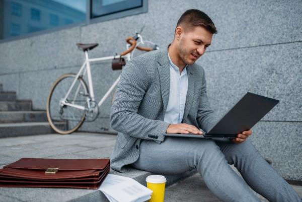 Jak bezpiecznie przewozić laptop?