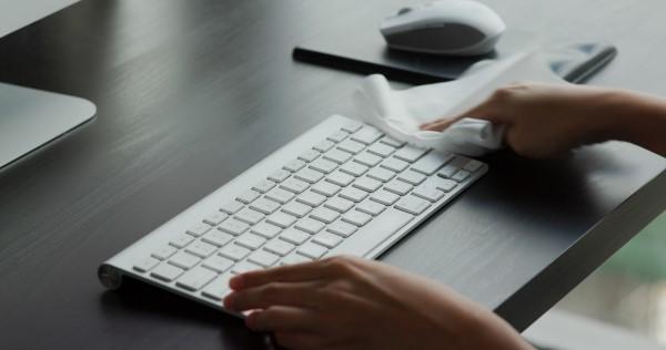 Czyszczenie, dezynfekcja i konserwacja – jak dbać o sprzęt komputerowy