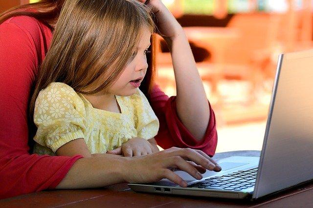 Komputer i dzieci – jak dbać o bezpieczeństwo dzieci w Internecie